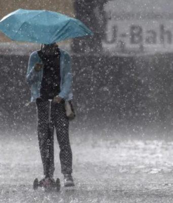 ηλεκτρικό πατίνι βροχή